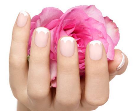на пальцах рук ногти ребристые