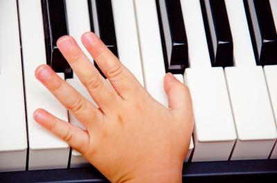 хочу научиться играть на синтезаторе