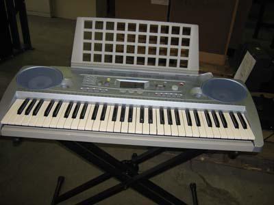 учимся играть на синтезаторе
