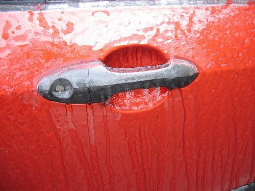 как открыть замёрзший замок машины