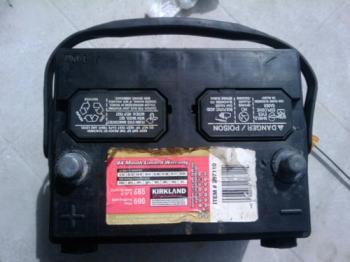 при зарядке аккумулятор кипит