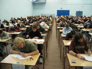 сдать экзамен