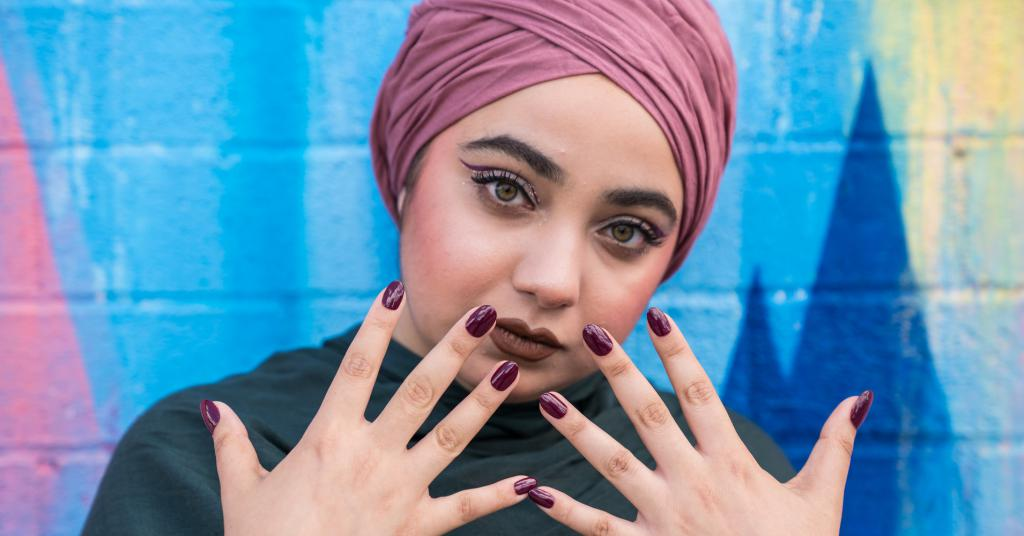 можно ли мусульманке красить ногти