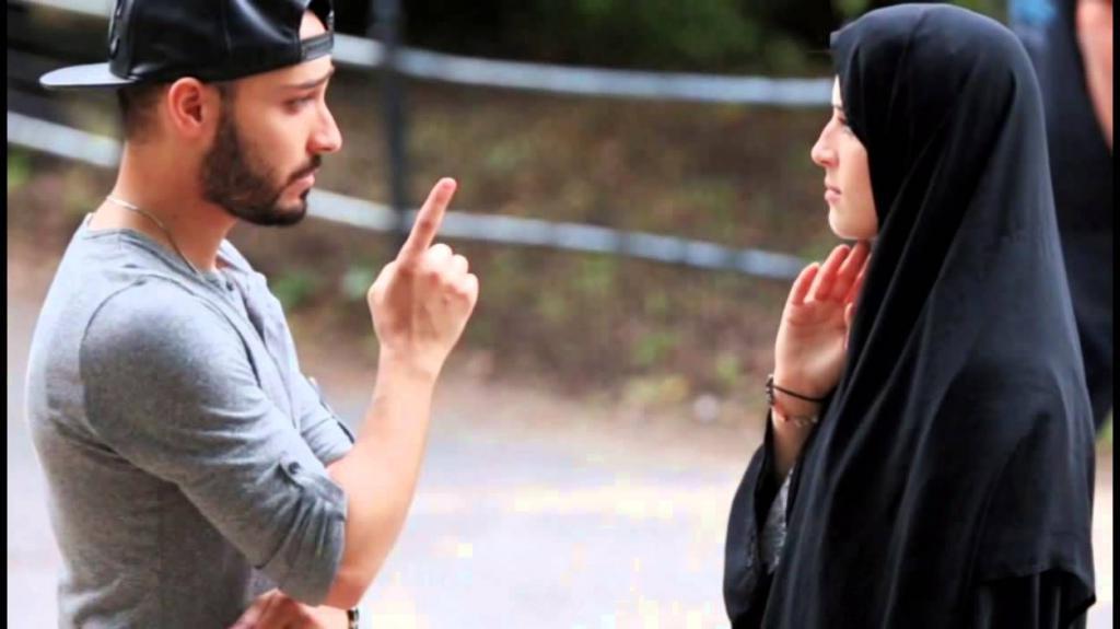 можно ли краситься мусульманке на улицу
