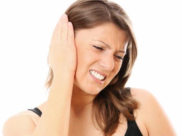 болит правая сторона головы и ухо стреляет