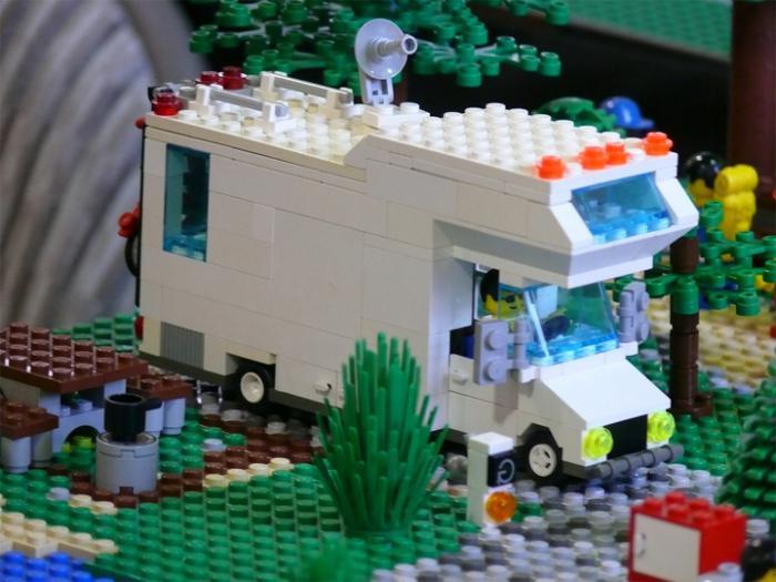 Лего. Дом на колесах