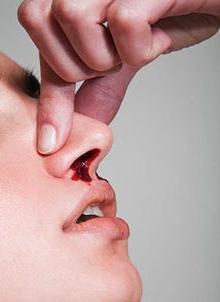 как заставить кровь идти из носа