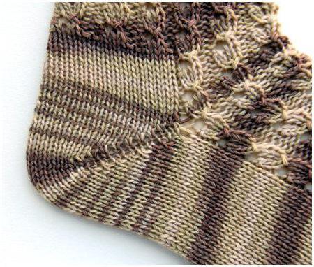 ажурные носочки с мелкими косами и ажуром