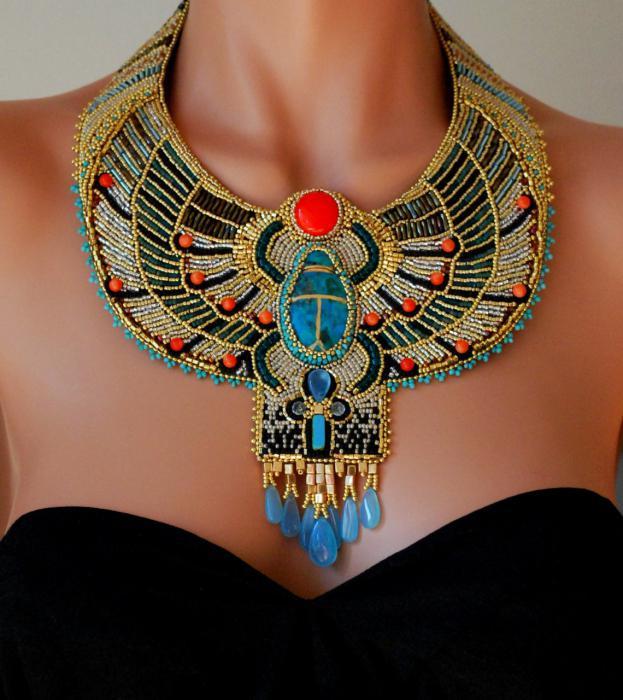 египетское украшение на шею