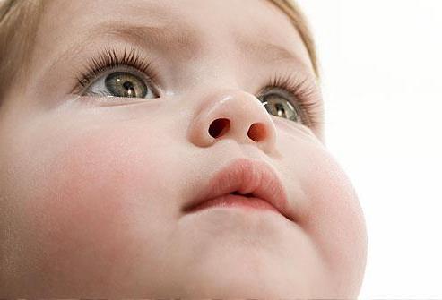 у ребенка трескаются губы до крови