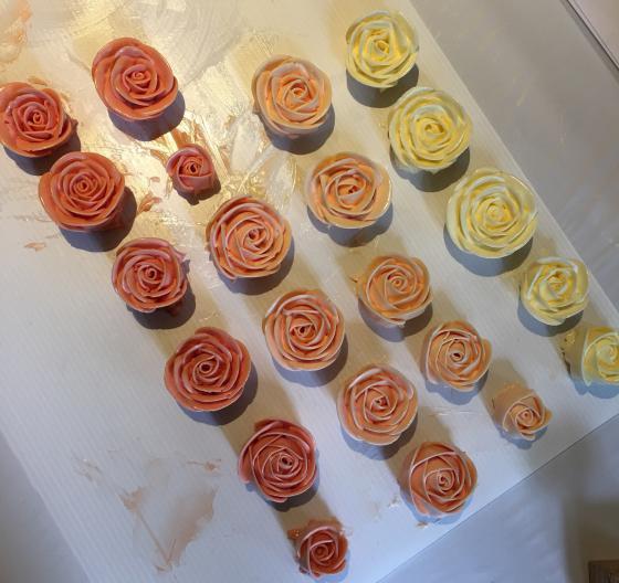 Украсить торт цветами из крема