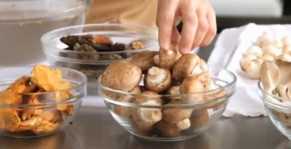 Как почистить грибы быстро