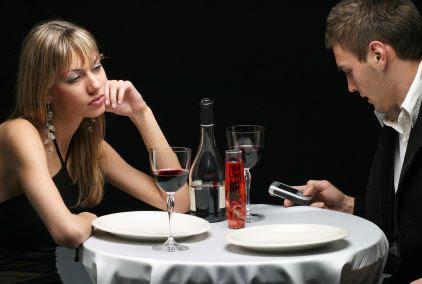 почему мужчина игнорирует женщину