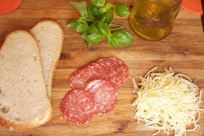 бутерброд с сыром и с колбасой