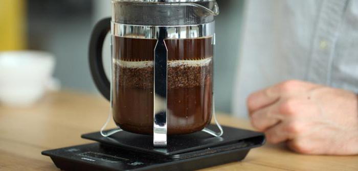 Kávovar s piestom