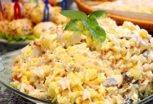 салат диетический из вареной куриной грудки
