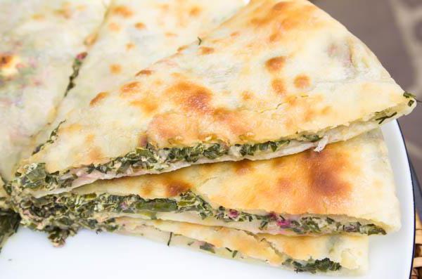 осетинский пирог со свекольной ботвой