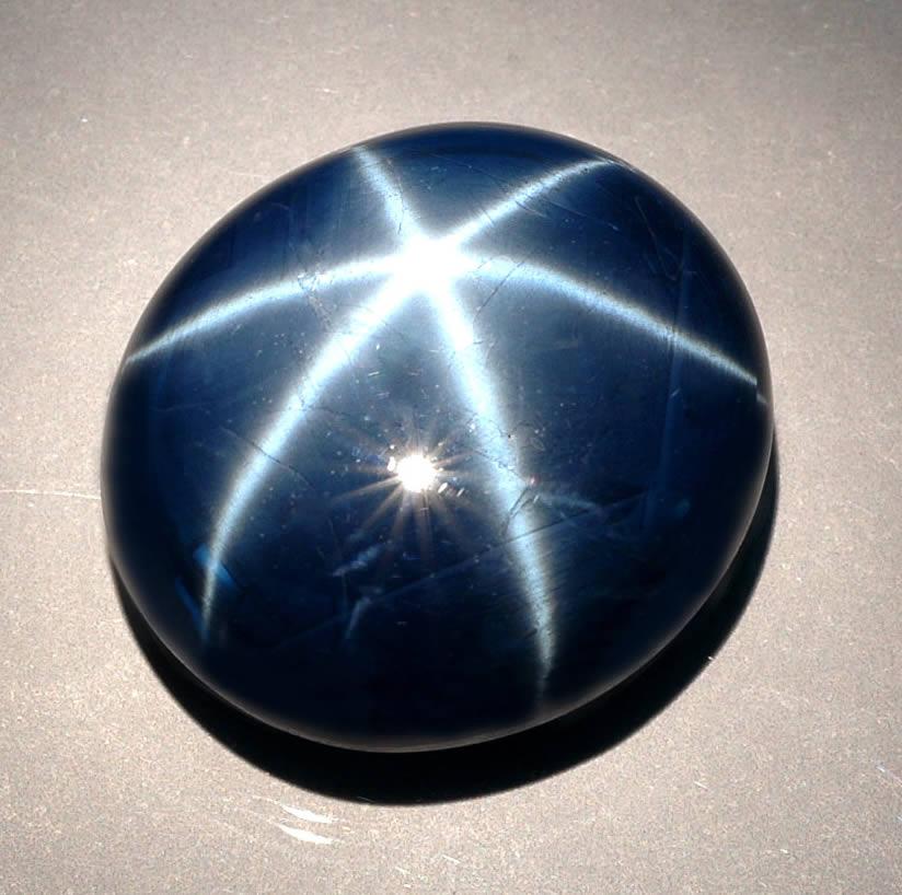 камень звездный сапфир фото человек известен