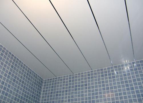 Потолок из пластиковых панелей своими руками фото 471