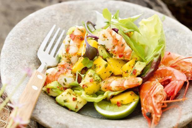 салат из морепродуктов с авокадо