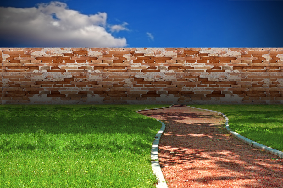 Стена на пути