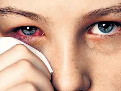 Как вытащить соринку из глаза безопасно