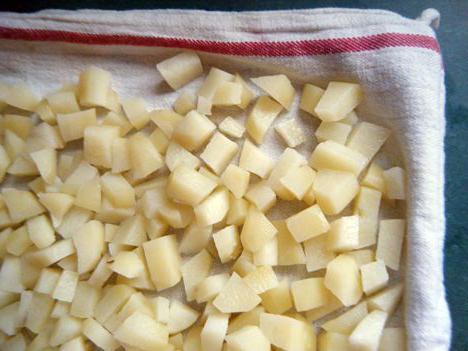 почему при варке картофель чернеет
