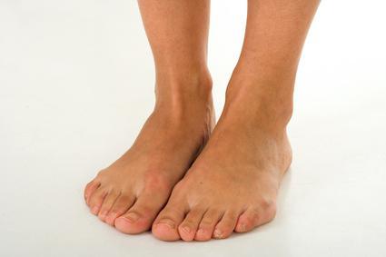 Мурашки в ступнях ног причины и лечение