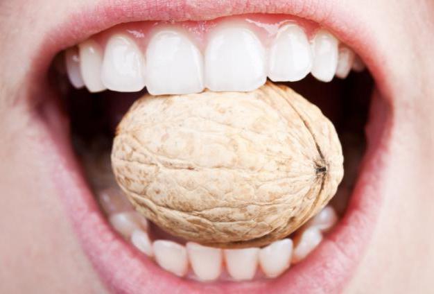трещины на эмали зубов