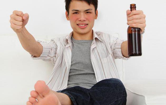 почему когда пьешь алкоголь краснеет лицо
