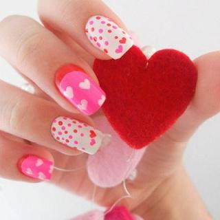Маникюр на День святого Валентина (фото)