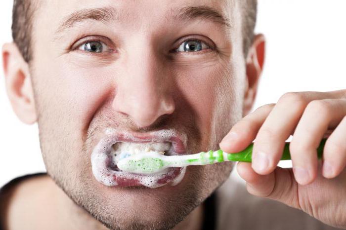 чем прополоскать рот при запахе изо рта