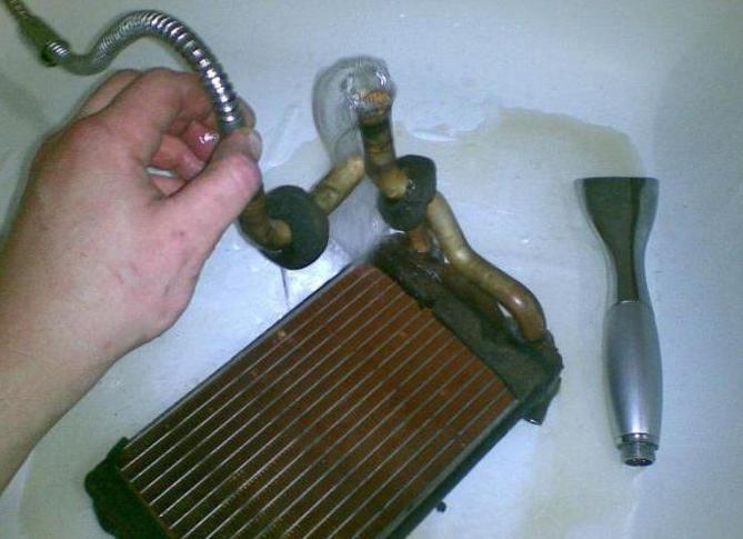 Промыть снятый радиатор автомобиля в домашних условиях