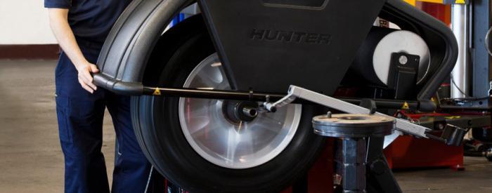 Когда нужно делать балансировку колес