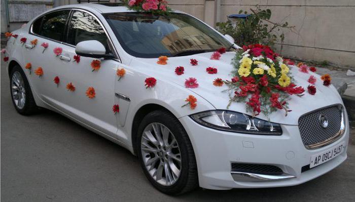 украшение автомобиля на свадьбу фото