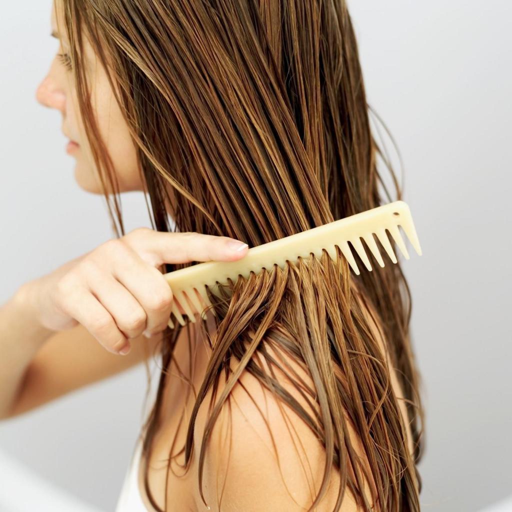 Выпрямление волос расчесыванием
