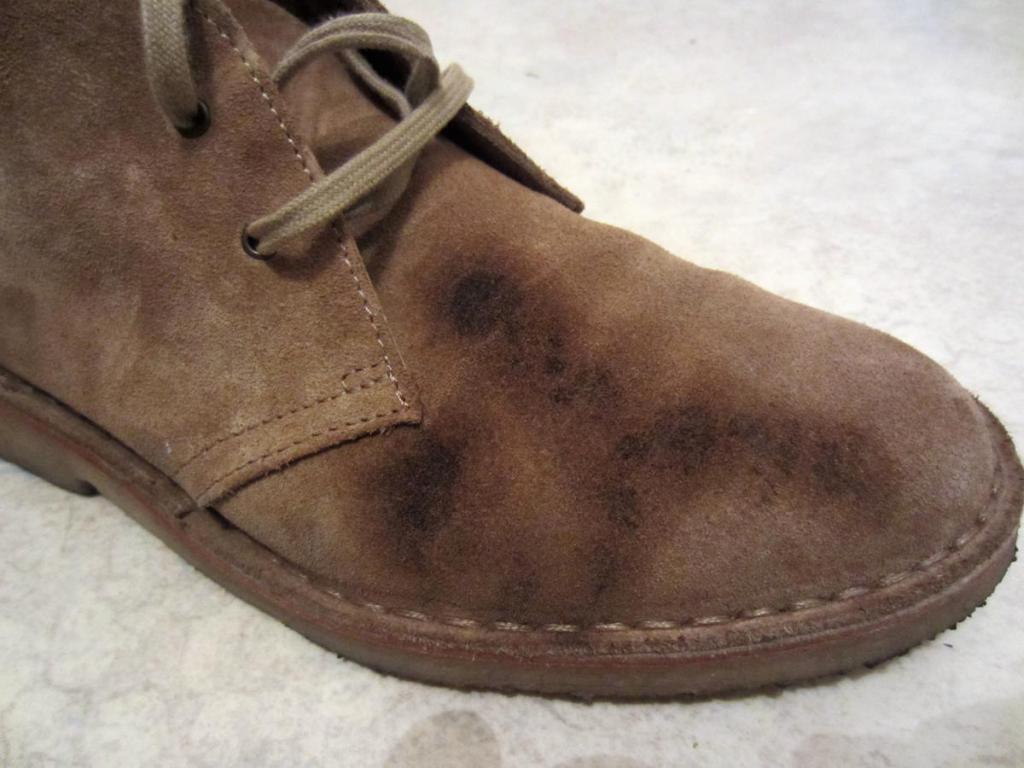 Вывести пятна на обуви из замши фото
