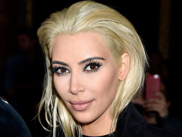 блондинка с черными глазами и бровями