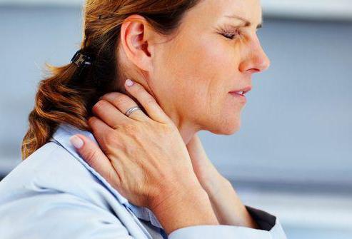 Вертеброгенная цервикобрахиалгия: виды проявлений, симптомы, диагностика и лечение