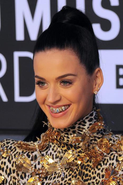 Грилзы на зубы золотые