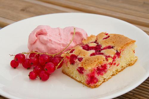 Пирог с красноватой смородиной в мультиварке: рецепт с фото