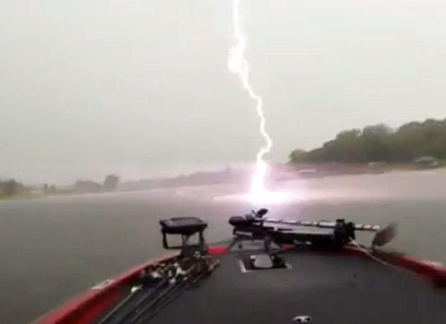 последствия после удара молнии