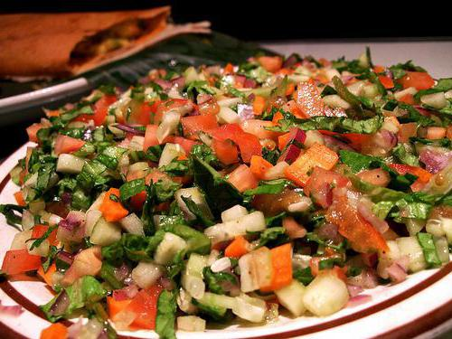 Салат с курицей и огурцами свежими слоями