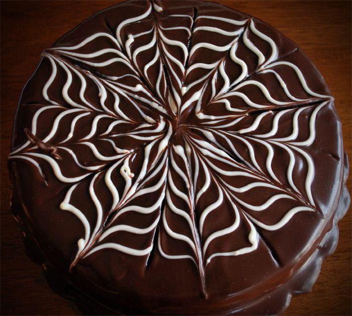 как украсить торт шоколадным узором фото один вариант