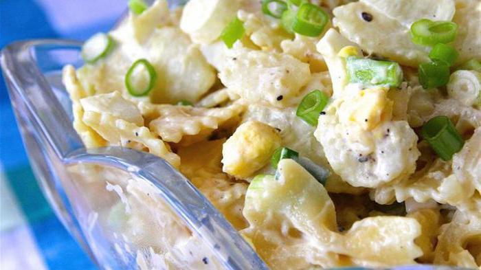 Салат с перепелиными яйцами и помидорами черри новые фото