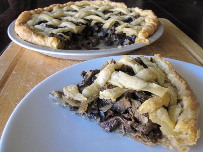 открытый пирог с солеными грибами
