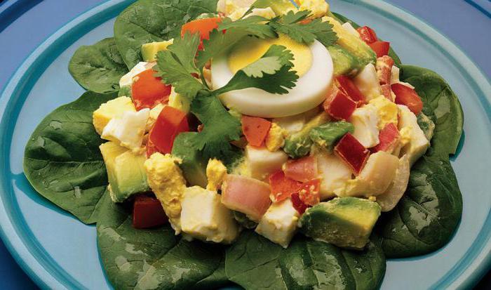 салат из вареных яиц и помидоров