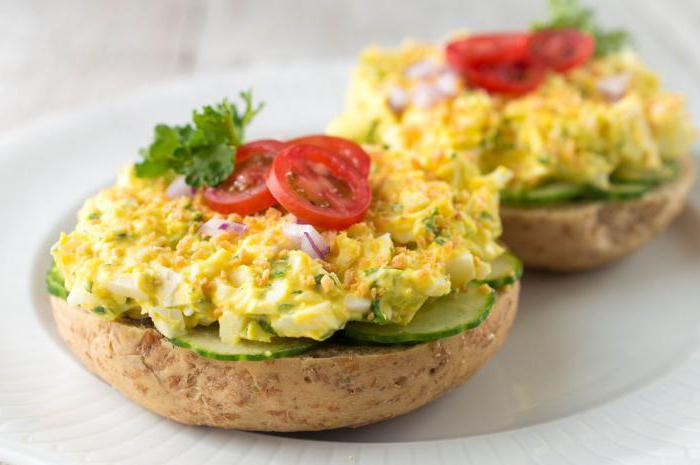 салат из огурцов и вареных яиц