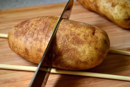 Запеченная картошка-гармошка в духовке