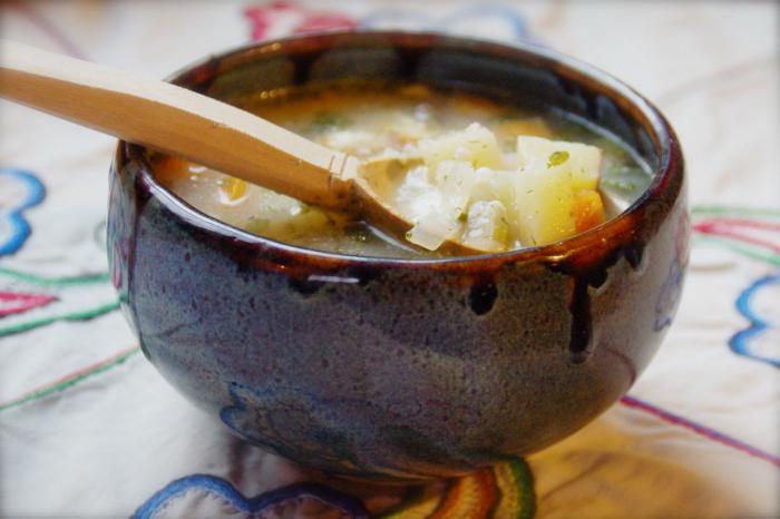 Вкусный рассольник с перловкой и солеными огурцами: рецепт приготовления
